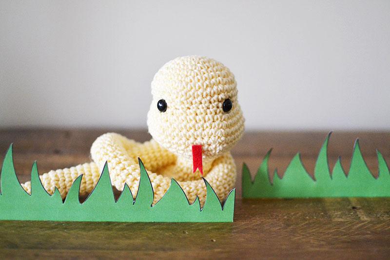 Simon The Snake Free Crochet Pattern by Yarn Society   533x800