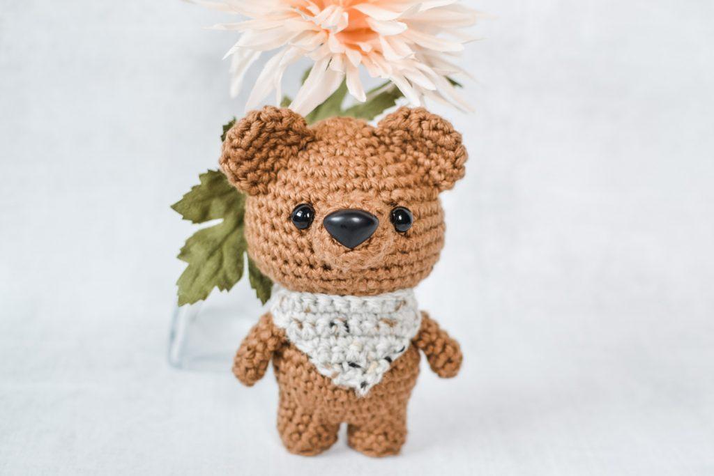 Valentine Teddy Bear With Heart Shaped Feet | Crochet bear ... | 683x1024