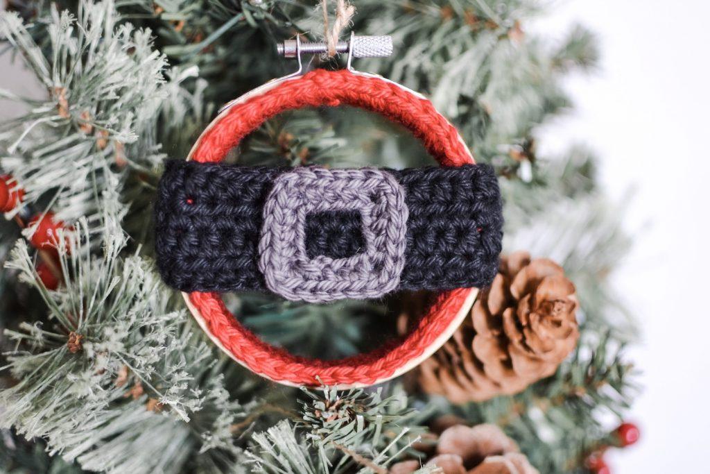5 Little Monsters: Crocheted Santa Ornament   683x1024
